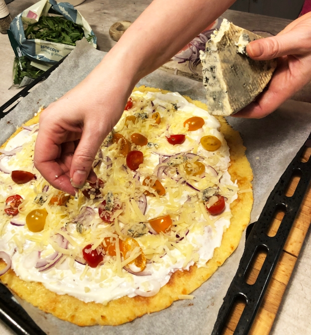 Hvit pizza Blåmuggost